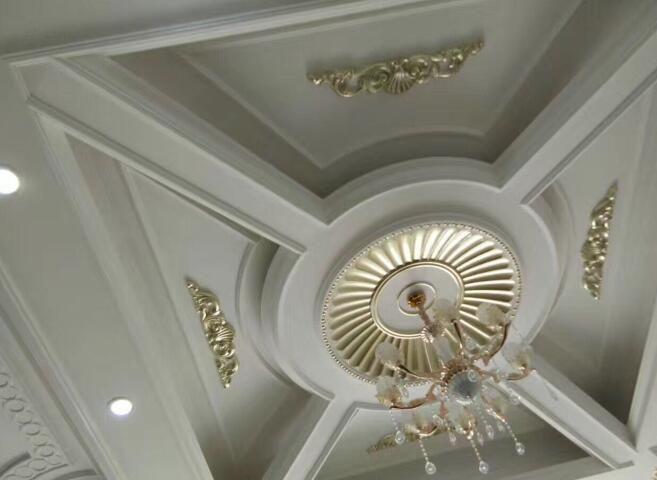 石膏线条生产线加工的灯盘装饰品已经安装好