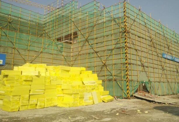 xps挤塑板生产线加工出来的挤塑板已经运到工地上