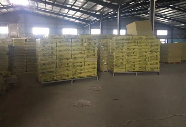 XPS挤塑板生产线下来的挤塑板产品正在做检验准备运输